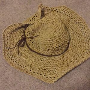Woven paper hat with imitation suede tie